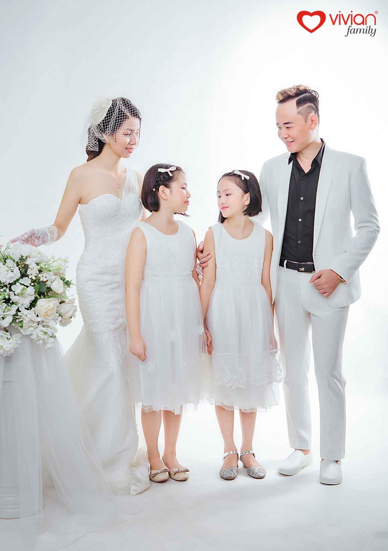 ảnh gia đình diễn viên Tùng Dương