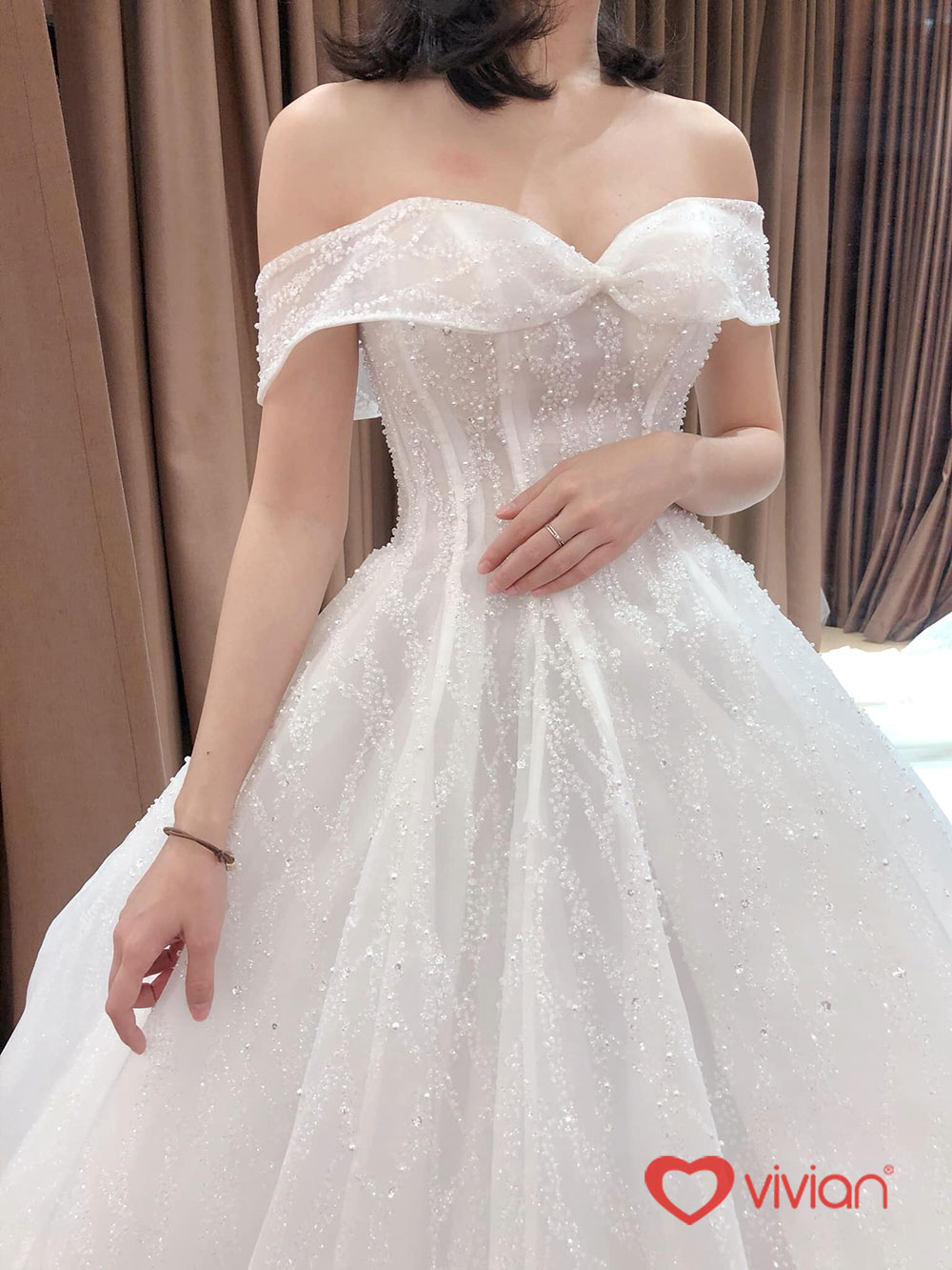 Váy cưới trễ vai quyến rũ